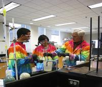 Hamilton_Elgren_and_students_in_lab