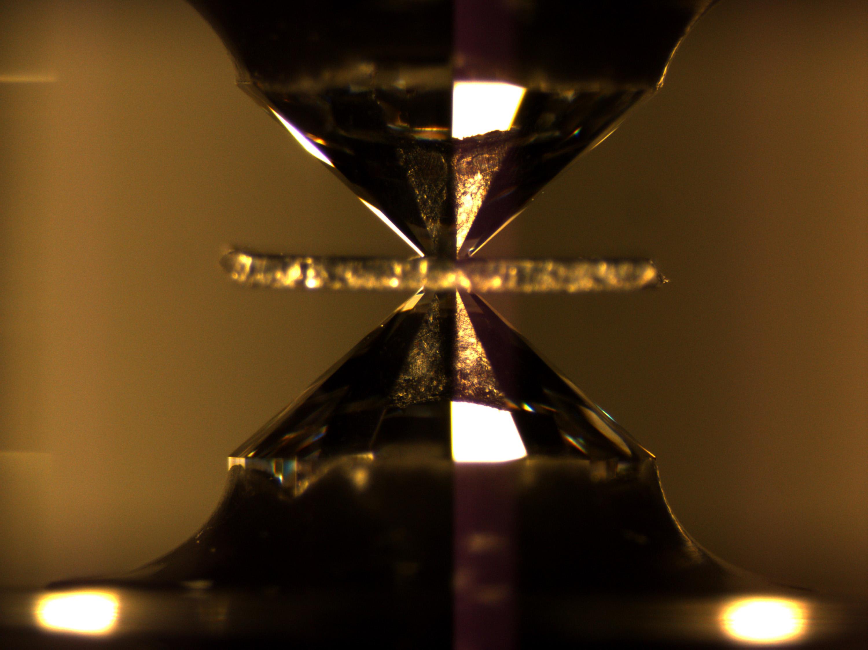 0b49623dfef7 Diamond Anvil Cell
