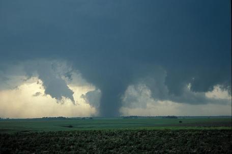 Nebraska tornado, May 24, 2004. Photo by Bob Henson