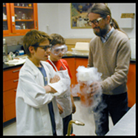 3rd grade students visiting 14C lab