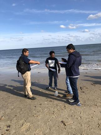 Students in Lynsey LeMay's Oceanography course, Thomas Nelson Community College